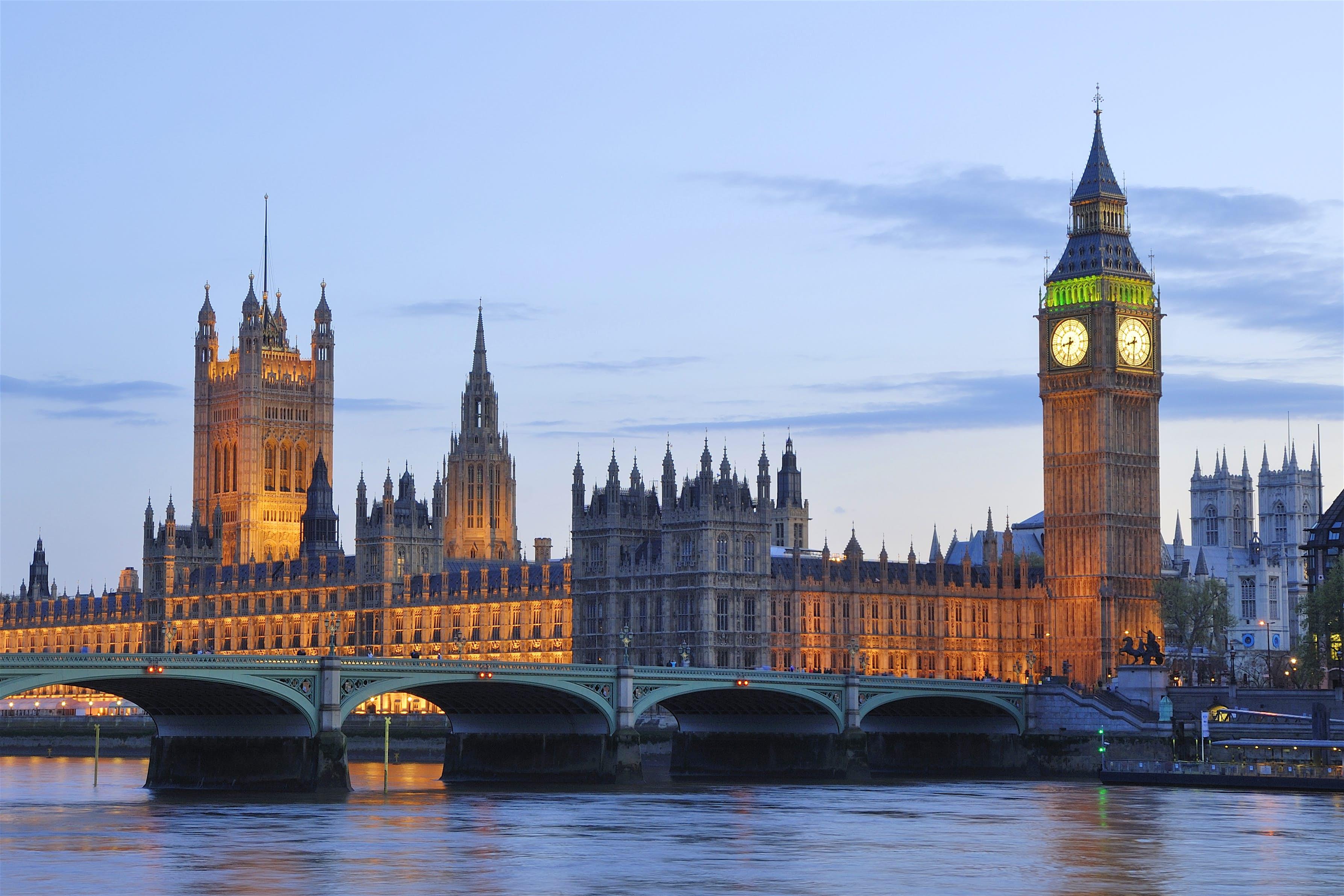 londonas nākotnes vērtspapīru tirdzniecības uzņēmumi metatrader 4 brokeri
